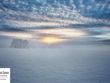 Lever du soleil et brouillard