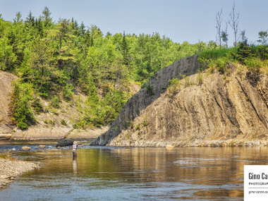 Pêcheur sur la rivière Neigette