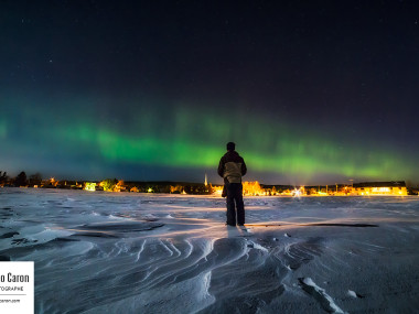 Autoportrait devant une aurore boréale