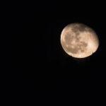 La lune qui se lève