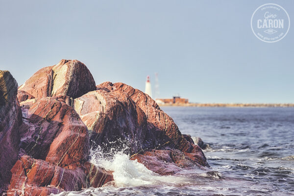 Le bruit de l'eau sur les rochers
