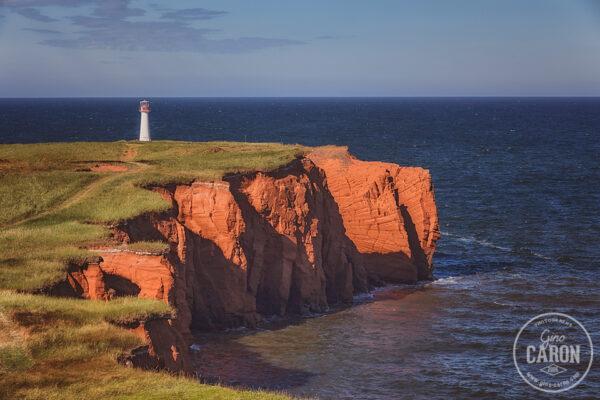 Le phare et les falaises
