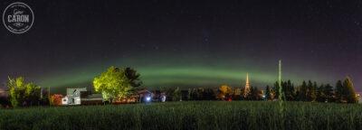Le village et l'aurore